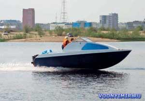 Моторная лодка с каютой «Север 520»