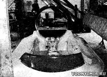 Монтаж двигателя в кормовой части кокпита