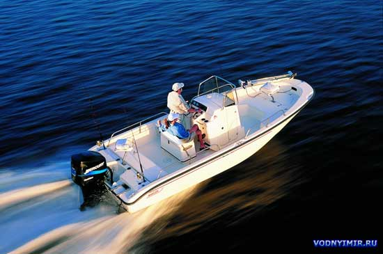 Моторные лодки и катера компании «Boston Whaler» («Бостонский Китобой»): «Boston Whaler 220 Dauntless», «Boston Whaler 255 Conquest», «Boston Whaler 275 Conquest»